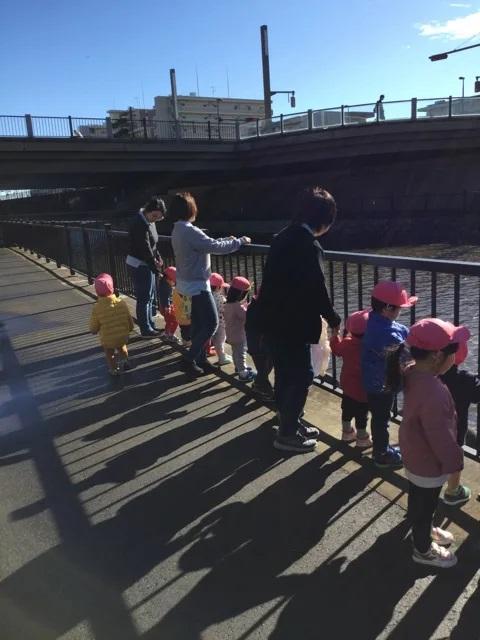川沿いをお散歩 レイクタウン 保育園